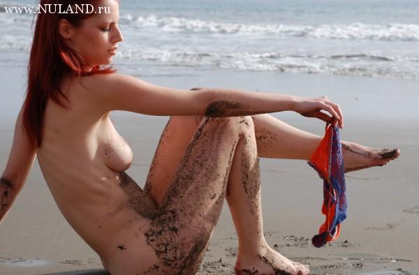голая красноволосая